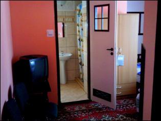 Pokoje u Joli - wnętrze pokoju i łazienki (kliknięcie spowoduje powiększenie obrazu)