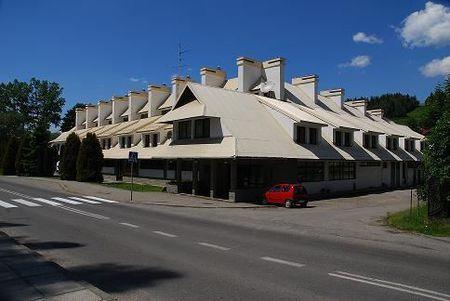 Hala Sportowa- widok budynku z zewnątrz (kliknięcie spowoduje powiększenie obrazu)