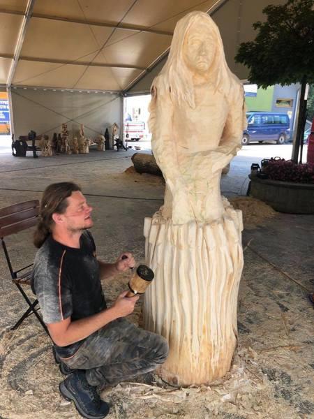 Plener rzeźbiarski Brenna - foto  4 (kliknięcie spowoduje powiększenie obrazu)