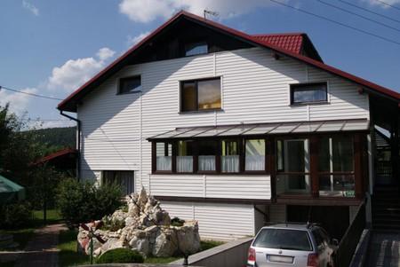Pokoje gościnne Edward Sikora - widok z zewnątrz (kliknięcie spowoduje powiększenie obrazu)