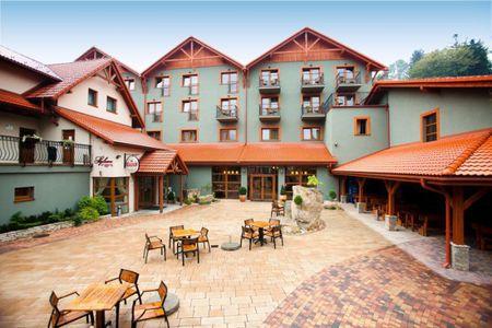Hotel Kotarz - widok z zewnątrz (kliknięcie spowoduje powiększenie obrazu)