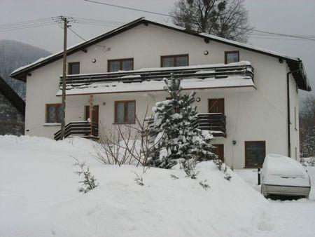 Agroturystyka Promyczek - widok z zewnątrz zimą (kliknięcie spowoduje powiększenie obrazu)