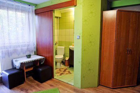 Pokoje gościnne Grzegorz - pokój i łazienka (kliknięcie spowoduje powiększenie obrazu)