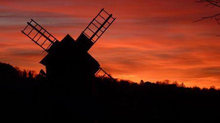 Chlebowa Chata - młyn wiatrowy (kliknięcie spowoduje powiększenie obrazu)