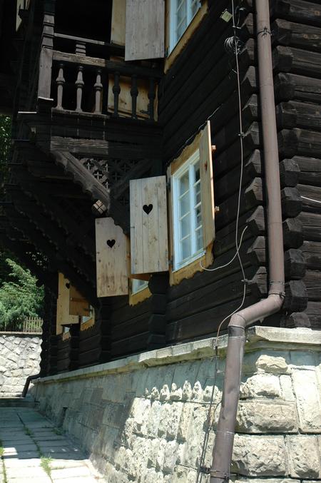 Dworek Myśliwski - widok z zewnątrz (kliknięcie spowoduje powiększenie obrazu)