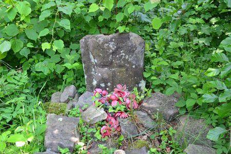 Szlak Wspomnień - pomnik upamiętniający śmierć partyzantów (kliknięcie spowoduje powiększenie obrazu)